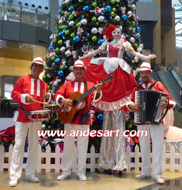 Xmas Trio & Stilt Walker
